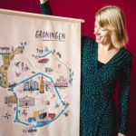 Karin van der Vegt met Groningen textielposter
